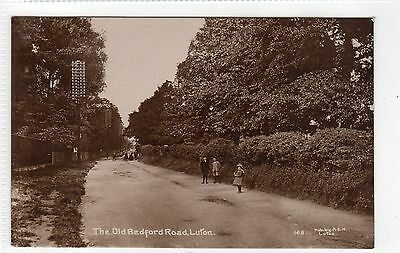 THE OLD BEDFORD ROAD, LUTON: Bedfordshire postcard (C6823).