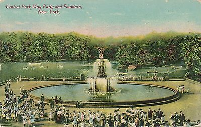 NEW YORK CITY – Central Park May Party and Fountain (Party City Ny)
