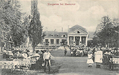 Kinder mit Frauen im Tiergarten bei Hannover Postkarte 1910