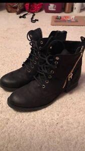 Black Aldo Ankle Boots (Size 8)