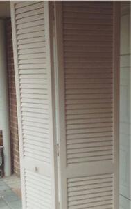 FOLD DOOR 2 LOUVRE DOOR PANELS - Girraween Parramatta Area Preview