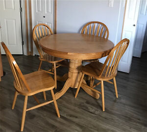 Wood table & chairs with leaf