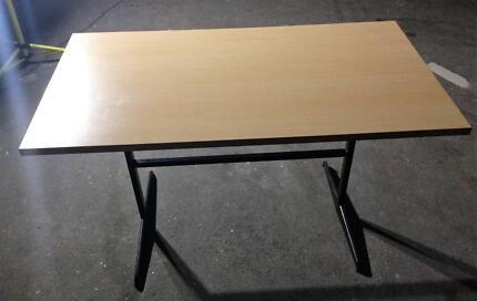 Table - 1300 x 750 x 730 - Beech