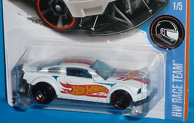 2017 HOT WHEELS 2005 Ford Mustang HW RACE TEAM #1/5 '05 White