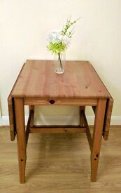 Extendable dining table. Very good condition. High quality. Sturdy. Space saver. 2-4 seats. Only £35