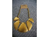 Ladies chunky Costume Necklace