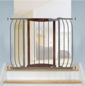 Baby Safety Gate. Hardware / Pressure Mounted