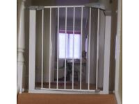 Lindam stair gate, used but in good condition.