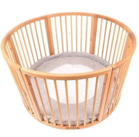 Very large wooden baby play pen 120cm diameter