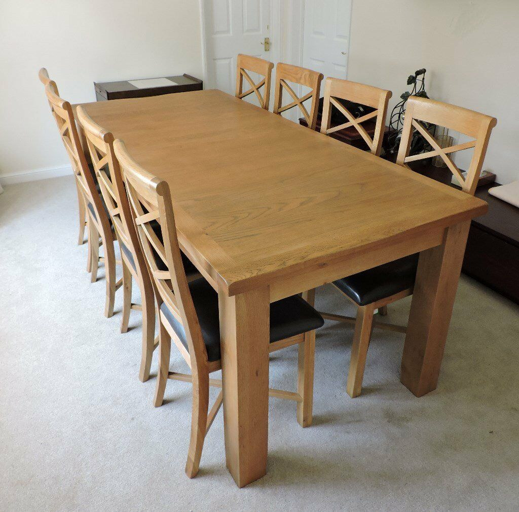 Extensing Table with 8 chairs