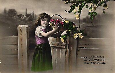 Namenstag, Mädchen mit Blumenkorb, Foto-AK, um 1910/20