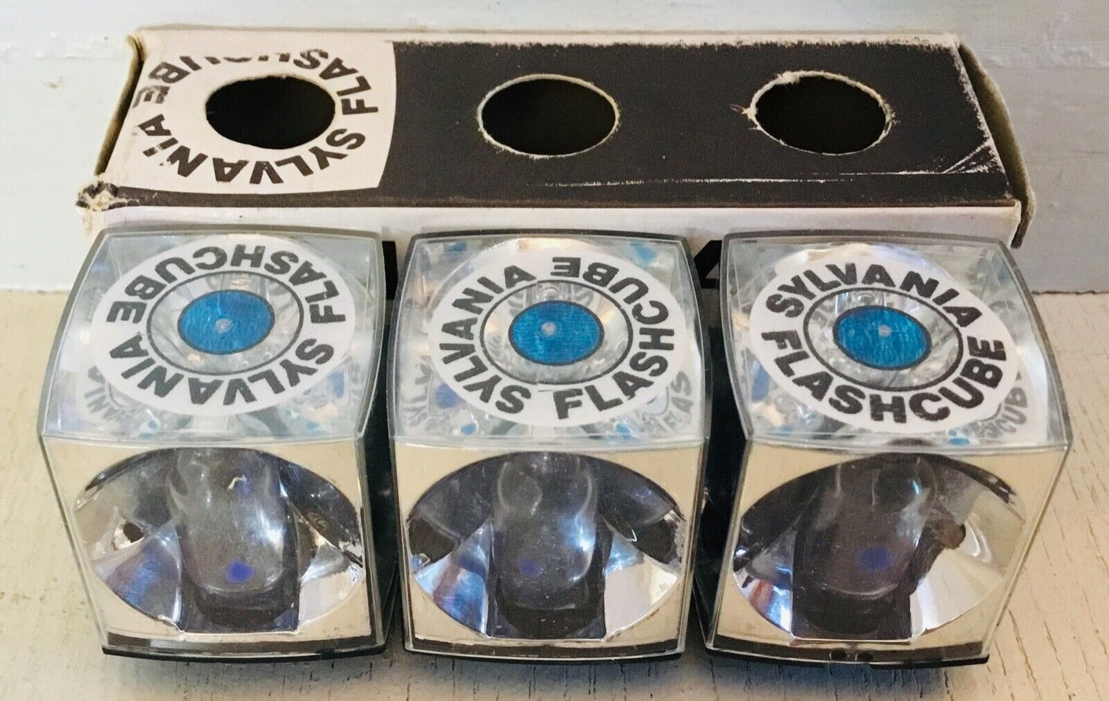 Vintage SYLVANIA Flashcube - 3 flash bulbs in original box = 12 flashes