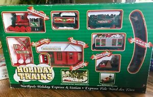 À COLLECTIONNER HOLIDAY TRAINS EXPRESS STATION