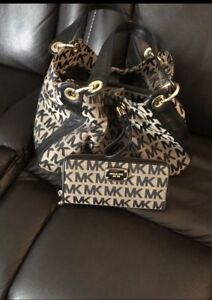 Michael kors purse &wallet set in excellent condition