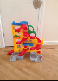 Fisher-Price Little People Wheelies Stand and Play Rampway Playset with Cars