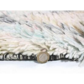Luxury, thick natural wool rug (230cm x 170cm)