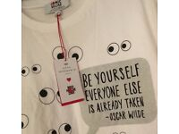 BNWT RED NOSE DAYComic Relief Anya Hindmarch T Shirt Size XS Oscar Wilde Quote