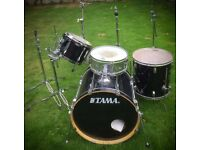 Bass drum, Rack Tom, Floor Tom, Snare, Ride, High Hat plus Stands.