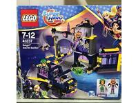 LEGO UK 41237 DC superheroes Batgirl Secret Bunker