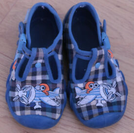 Boys Befado's Slippers in size 5 (22 Eur)