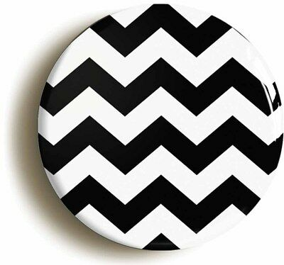 mod zig zag pattern retro sixties badge button pin (size is 1inch/25mm diameter)