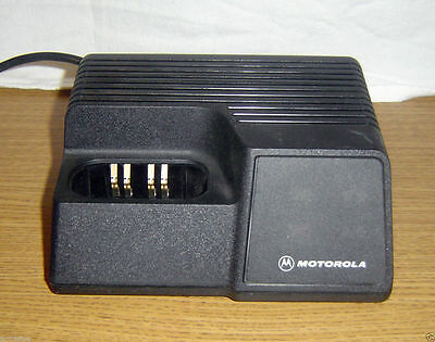 Motorola Ntn4734a Battery Charger Portable Radio Charging Station Dock