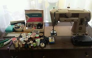 Vintage-singer-sewing-machine-slant-o-matic-401-A-with-accessories-lot-works