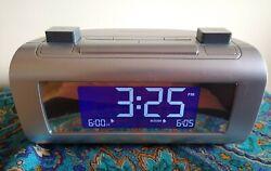 Brookstone TimeSmart Self Setting Dual Digital Alarm Clock Radio #4521