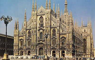 AK MILAN THE CATHEDRAL FROM ACROSS THE PIAZZA DEL DUOMO