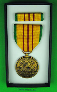 Original Vietnam War Era U.S. GI Issue Vietnam Service Medal set  - Vintage