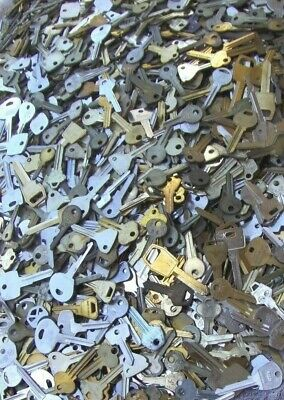 HOUSE,CARS,PADLOCKS.. Arts    Crafts Lot of  Misc Keys  6 Pounds LBS