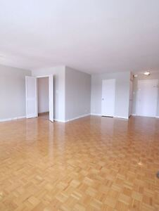2 bedroom,pool-Cote Des Neiges-Mountroyal-downtown Montreal