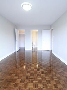 Luxurious 2 bedroom,pool-Cote Des Neiges-Mountroyal-Montreal