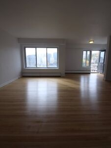 Bright unit - Downtown, Luxury building, many amenities