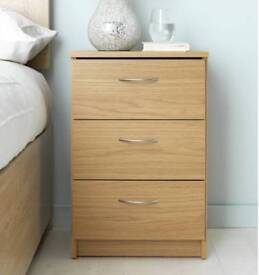 !!! NEW EX DISPLAYED - 3 DRAWER BEDSIDE CHEST - OAK EFFECT - RETAIL PRICE £63 - OUR PRICE £29 !!!!