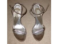 Ladies Dunes Shoes size 37 (UK 4) Brand New, NEVER WORN