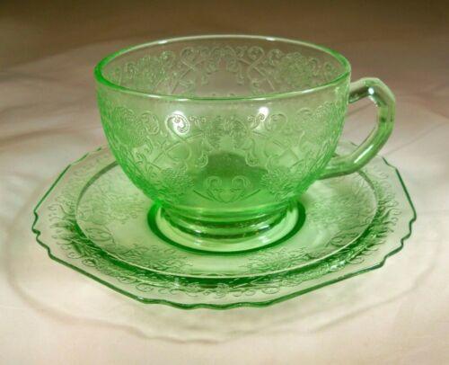 HAZEL ATLAS GLASS CO. FLORENTINE #1 or POPPY #1 GREEN CUP & SAUCER SET!