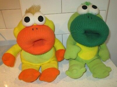 ASDA THE CUDDLE CREW YELLOW DUCK GREEN FROG HAND GLOVE PUPPET WITH SOUNDS/RHYMES