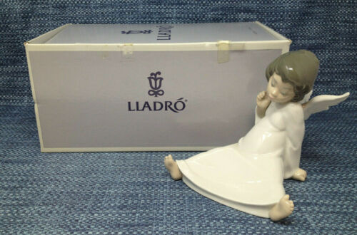 Lladro Angel Wondering 4962 Figurine Mint in Box