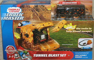 NEW Track Master THOMAS & Friends Tunnel Blast Playset with Diesel Sealed MIB