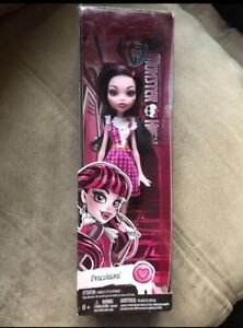 GIFTABLE Brand New in  Package Monster High Draculaura
