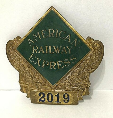 VTG/ANTIQUE🚂AMERICAN RAILWAY EXPRESS RAILROAD MESSENGER GILT ENAMEL BADGE 2019