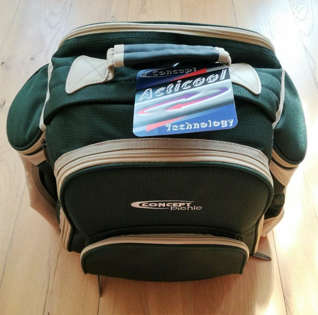 NEW Concept International 4 Person Picnic backpack Green Beige Cutlery  Glass Serviette Cheese Board | in Canterbury, Kent | Gumtree