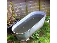 Tin galvanised bath