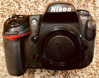 Nikon D300 camera body with extras batteries box documents segunda mano  Embacar hacia Mexico