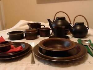 ARABIA RUSKA DINNER SETTING FOR SIX - (PLUS EXTRAS)