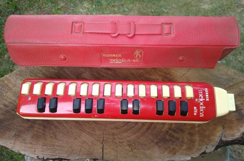 VINTAGE: HOHNER MELODICA ALTO With CASE
