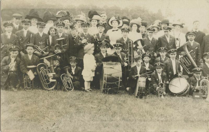 SPANISH-AMERICAN WAR ERA & BOY'S BAND ORCHESTRA & VINTAGE REAL PHOTO POSTCARD