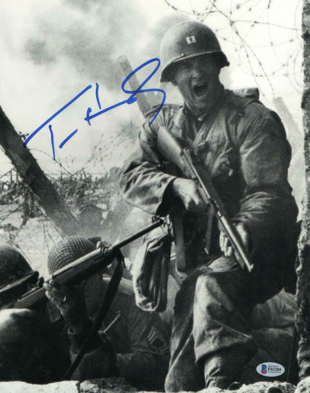 TOM HANKS SIGNED 11X14 PHOTO SAVING PRIVATE RYAN AUTHENTIC AUTOGRAPH BECKETT E