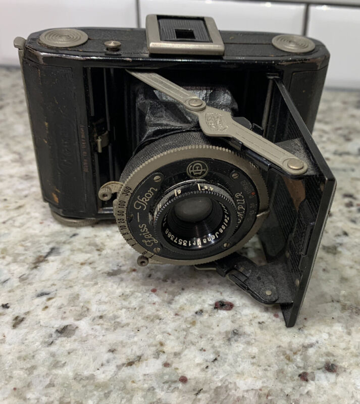 Vintage Carl Zeiss Jena Ikon Ikomat Film Camera. Compur. Germany